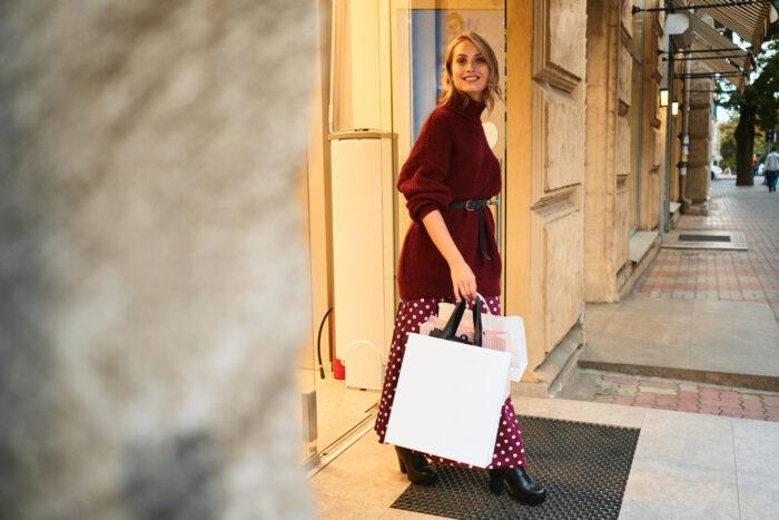 Experiência em uma loja de luxo, combinar ações que combinem o ambiente físico e o digital